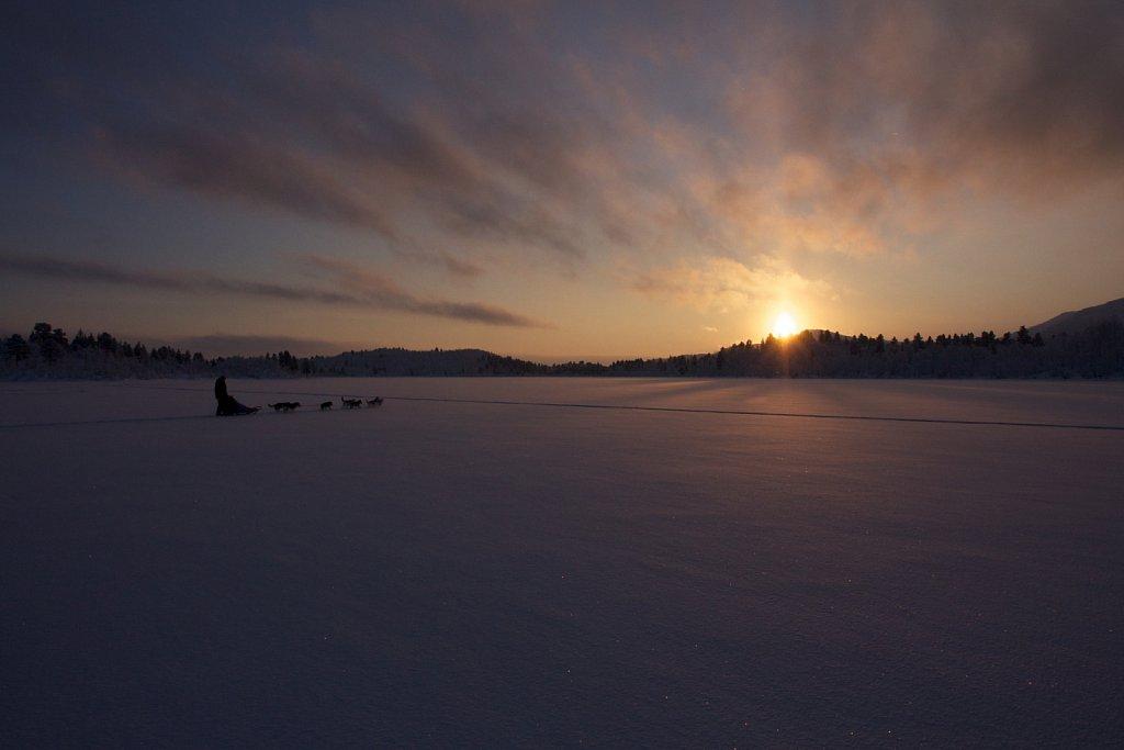 Morgendämmerung in Swedisch Lappland